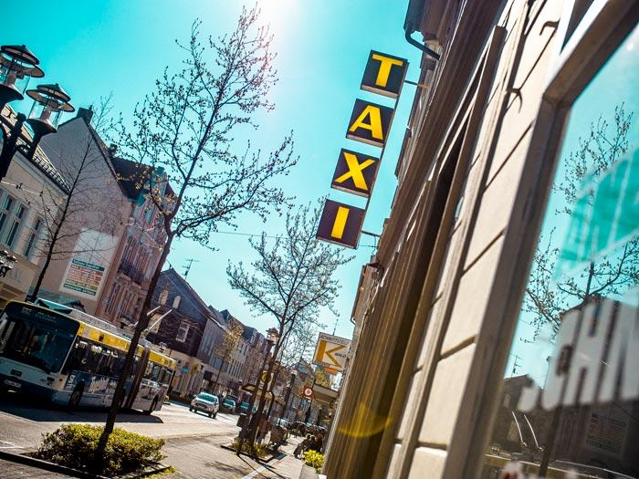 Taxifahrt bestellen online oder per Anruf